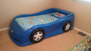 Car Bed / Little Tykes