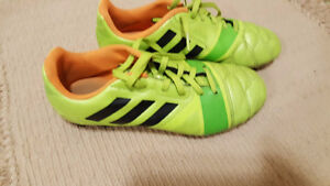 Adidas Boys Size 5 Soccer Shoes