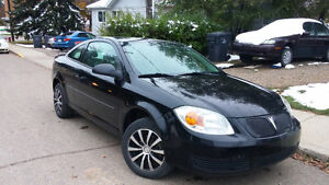 2009 PONTIAC G5,  LOW KILOMETERS, CHEAP ON GAS