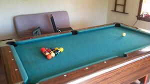 80's bar style 4x8 Pool table fully equiped