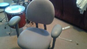 COMPUTER CHAIR. GOOD CONDITION