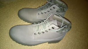 CANADIANA GREY COLOR WOMEN BOOTS size 9 US