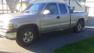 2000 Chevrolet Silverado 1500 LS Pickup Truck