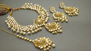 Very Stylish Indian Bollywood Jewelry choker Necklace Set.