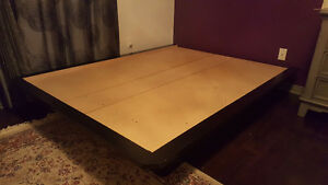 Queen sized bed for sale. Mattress and base. Gatineau Ottawa / Gatineau Area image 2