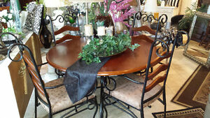 DINING TABLE/CHAIRS