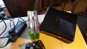XBOX 360 S 250gb w/Controll and 5 Games