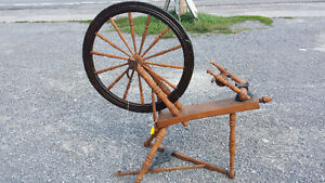 LARGE WOOD SPINNING WHEEL