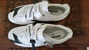 Bicycle shoes - Chaussures de bicyclettes