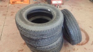 Set of 5 Jeep Wrangler tires, P225/75R16, less than 200 km.