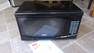 Four micro-onde / Microwave Oven