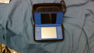 Nintendo DSi XL Blue + Zelda Phantom Hourglass + Carrying Case
