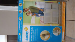 Safety First Perfect Fit baby gate - like new!