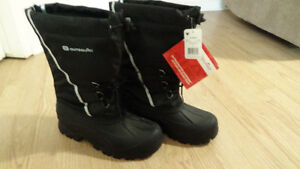 Bottes d'hiver neuves, taille: 8. / Winter boots, size 8.