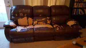 Sofa and recliner Stratford Kitchener Area image 1