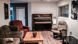 Chambre à Louer/Room for Rent with Studio/Jam space