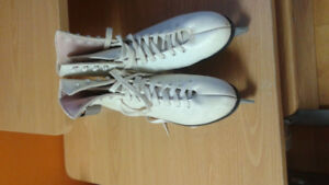 Lady Skate Size 7 - Good Condition