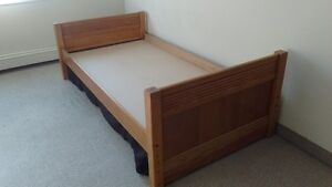 Selling single bed wood frame in exellent condition
