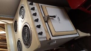 VINTAGE  ELECTRIC STOVE OLD