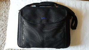 Black  Dell  Laptop  Case  (for  a  15  inches  laptop)