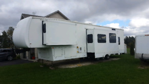 Toy hauler, 5th wheel. 38' great condition - all American sport