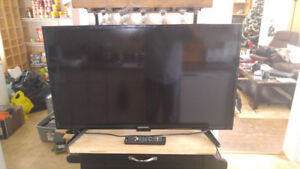 """39"""" Inch Element LED Smart Flat Screen TV With Original Remote!"""