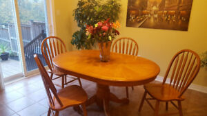 Solid wood oval table - Great condition