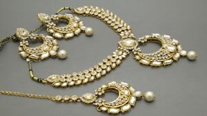 Latest Indian Bollywood Jewelry Choker Necklace Set.