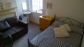 NOVEMBER DEALS :: DOUBLE AND SINGLE ROOMS AVAILABLE :: CALL TODAY!!