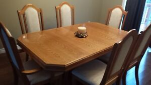 Dining Room Table (wood) with 6 chairs and a leaf.