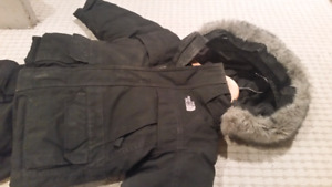 North face 2T boys winter jacket black with hood and snow pants