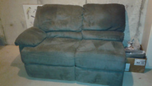 Reclining fabric sectional