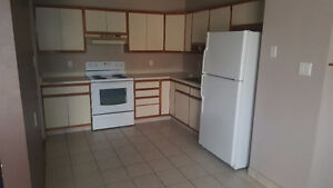 Utilities Included!! 3br Townhouse in Sutherland!!