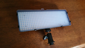 320 Dimmable Vari-Temp Super Bright LED Light