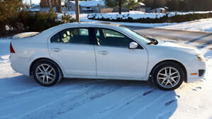 2010 Ford Fusion. ALL WHEEL DRIVE!