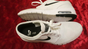 SOULIEER  NIKE POINTURE 9.5 OU 43 EUR