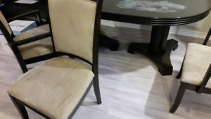 TABLE AND 6 CHAIRS FOR SALE!!!!!!!!!