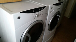 A set GE front load washer and dryer