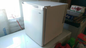 Danby 1.7 cu ft. white bar fridge