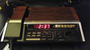 Sanyo RMT 610 Vintage Wood Grain Alarm Clock Radio With Phone