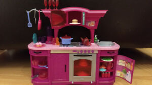 Ensemble Barbie cuisine