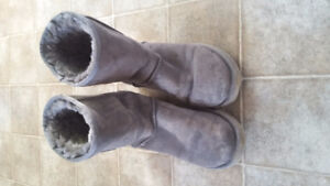 Gray Uggs gently used