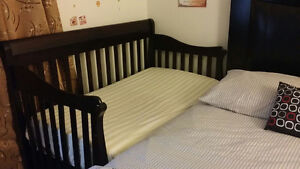 Baby crib 3 in 1 - come with mattress & mattress cover