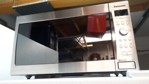 Microwave oven / four micro-ondes Panasonic 1200 Watts - A1