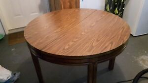 Round Dining Table With 2 Leaves