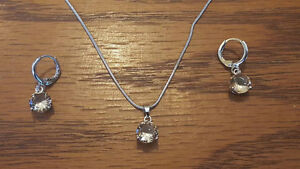 Simple Necklace & Earring Set (Champagne Stone)