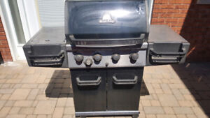 Broil King Natural Gas Barbecue- Stainless Steel with Stove