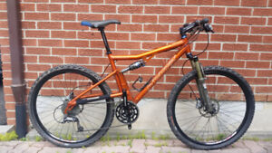Minty Santa Cruz Superlight 26er