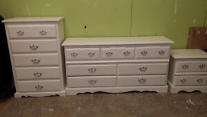 Professionally painted 3 pc Pearl White dresser set