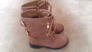 Size 6.5 ladies boots worn once $25 firm